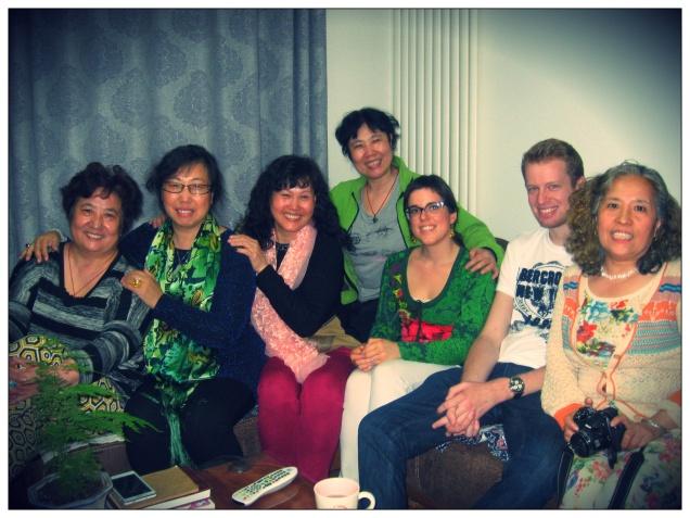 Caterina, Liu (dietro di lei) e amici di famiglia