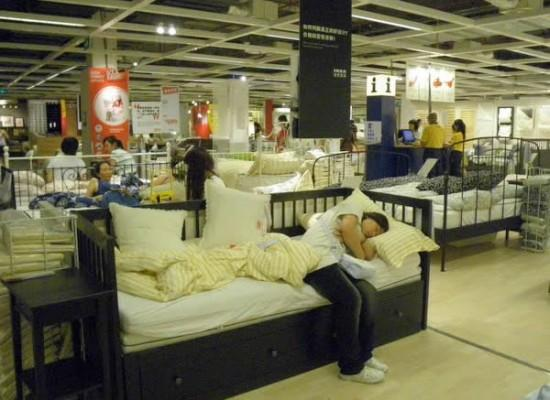IKEA-Staff-in-China-Changing-Sheets-Allowing-Clients-to-Sleep-in-Model-Beds-389796-2